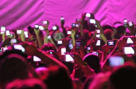phones-at-concerts