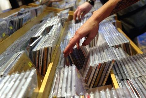 CD Sales Rebound In First Quarter Of 2004